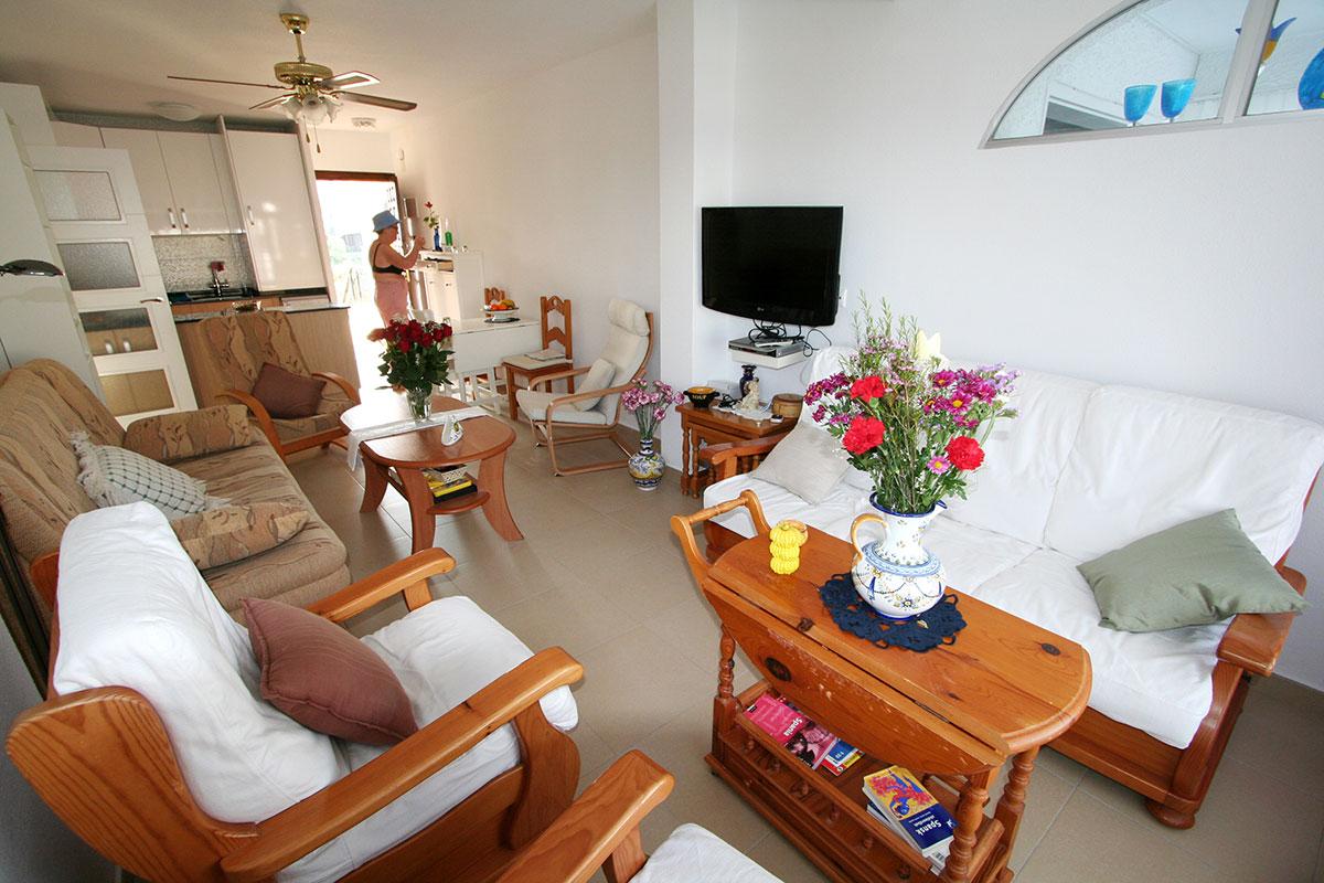 10. Bilde av stue og kjøkken